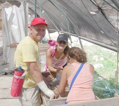 MK Eitan Kabel and his family participating in the Sifting Project