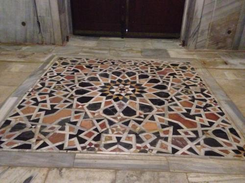 This opus sectile floor, just inside the south door on the outer ambulatory, was documented in 1924 by Ernest Richmond in his book The Dome of the Rock in Jerusalem: A Description of its Structure and Decoration, though without a date of origin.