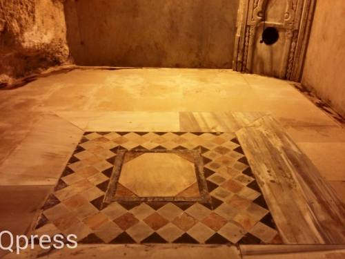 This is the second opus sectile floor in the cave and has an octagon in the center of the pattern, reminiscent of the shape of the Dome of the Rock itself.